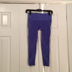 NUX purple crop leggings sz S 56042